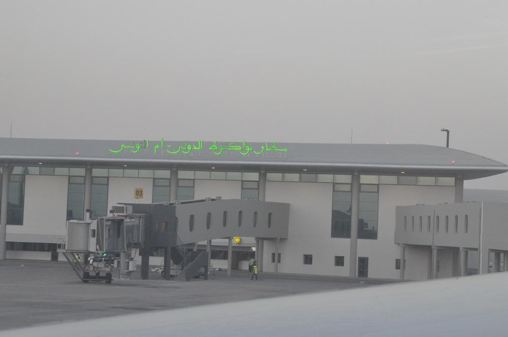 Nouakchott in Mauretanien, neuer Flughafen, jedoch noch nicht einmal Getränke für gestrandete Reisende gab es hier